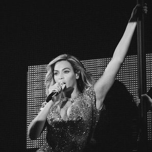 Beyonce performs Mrs Carter Tour