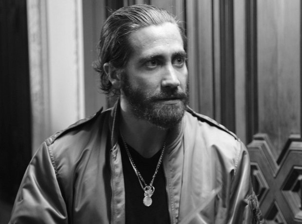 Jake Gyllenhaal on the set of On The Run