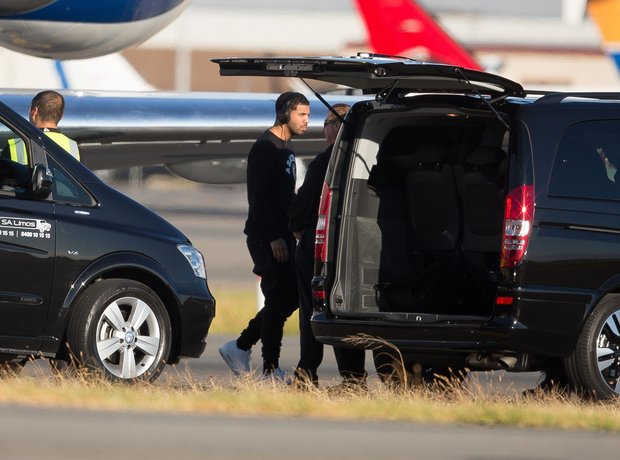 Drake arrives in Australia