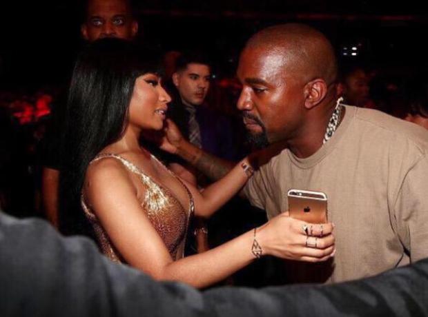 Nicki Minaj Kanye West at VMAs 2015