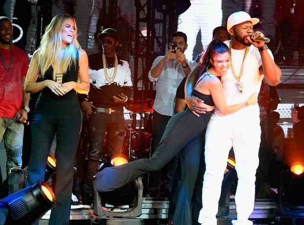 Khloe and Kourtney Kardashian join 50 Cent live on