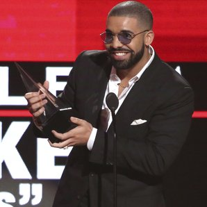 Drake at the American Music Awards 2016