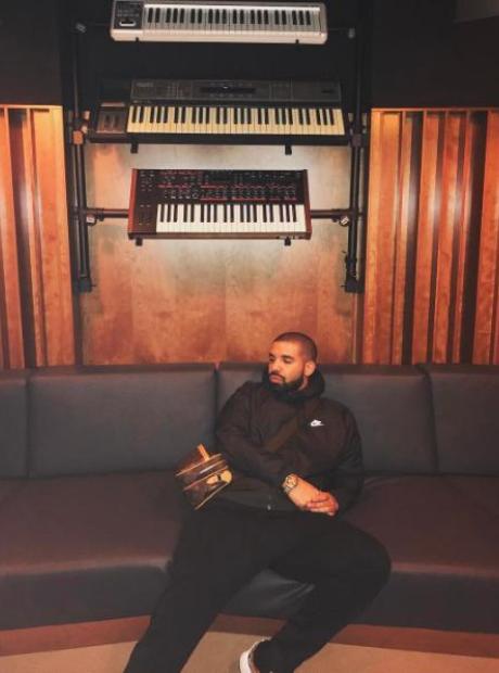 Drake in Noah '40' Shebib's studio